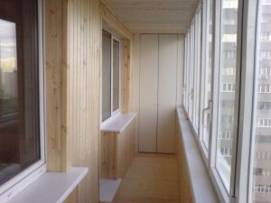 Ремонт балкона деревянной вагонкой